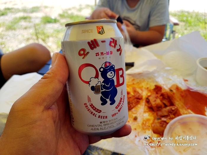캠핑에서의-시원한-맥주캔