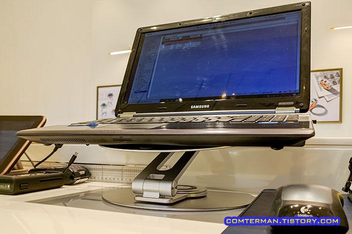 회전식 관절 노트북 거치대 들썩임