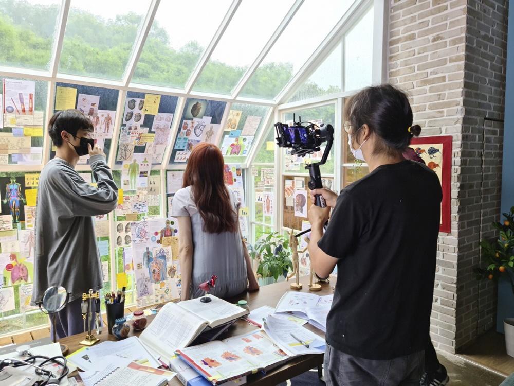 ▲ 삼성 '갤럭시 S20'으로 단편 영화 '하트 어택(Heart Attack)'를 촬영하는 모습