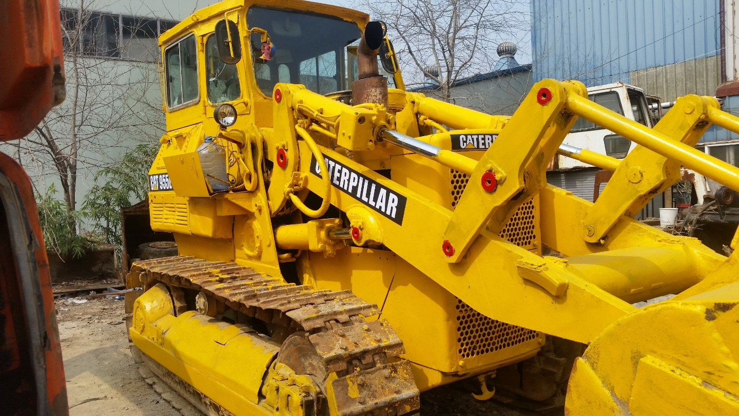 for sale used  Loader,   for sale used  Tracker Loader,   for sale used  Crawler Loader,   Caterpillar, CAT955L, 1990year, weight 15ton, Engine- CAT3304 (130ps2100rpm),   good working condition,  now ready to work,  repaint,  repair completed,    smgyo@..